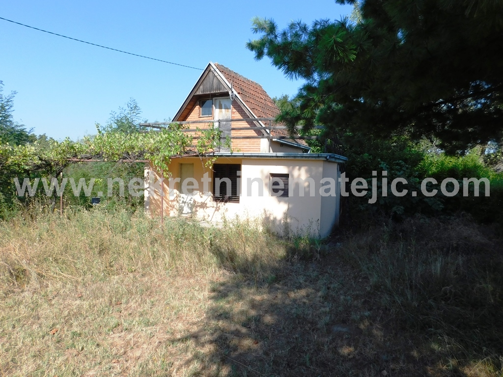 Vikendica okolina Kragujevca 50m2 23 ara placa