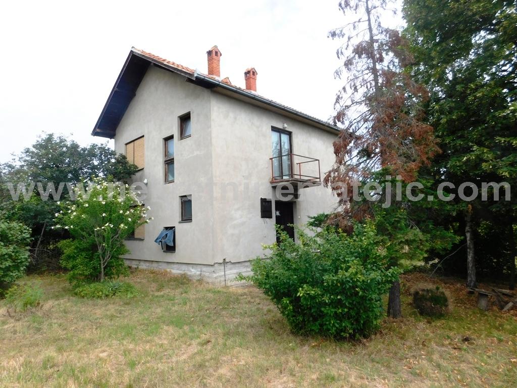 Kuća Desimirovac 130m2+20ari-do glavnog puta-48000 E