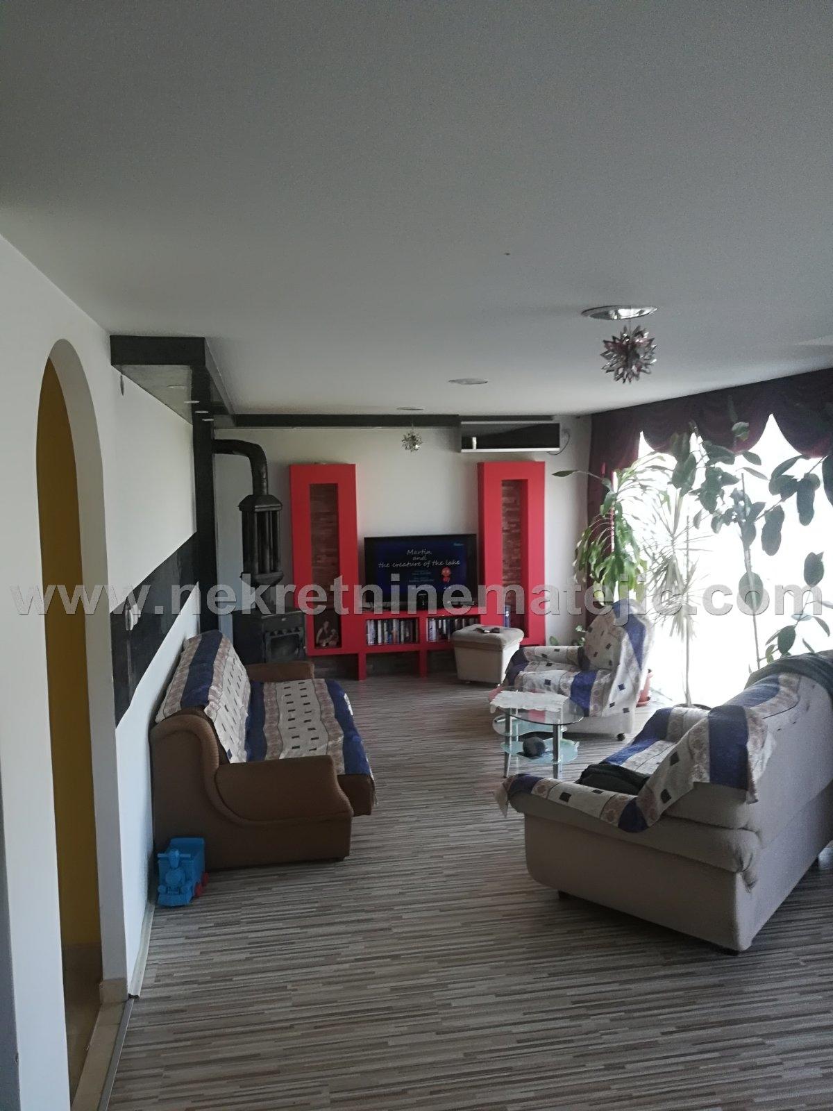 Kuća na Sunčevom Bregu, 174 m2, 3A placa, cena – 60.000 E